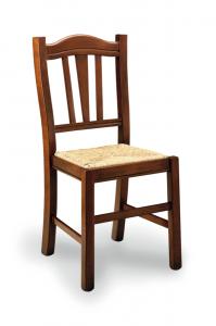 Klasična drvena stolica u boji oraha, sa sjedištem od slame. Može se naručiti i u drugim bojama drva te dugim vrstama sjedišta.