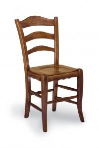 Klasična stolica izrađena od masivnog drva u boji oraha sa sjedištem od drva. Dimenzije 97 x 51 x 50 cm. Može se naručiti u različitim bojama drva, te sjedištima od slame ili drva.