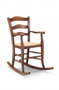 Klasična stolica – ljuljačka sa rukonaslonima, izrađena od masivnog drva u boji oraha sa sjedištem od slame. Dimenzije 105 x 100 x 59 cm. Može se naručiti u različitim bojama drva, te sjedištima od slame, tkanine ili drva.