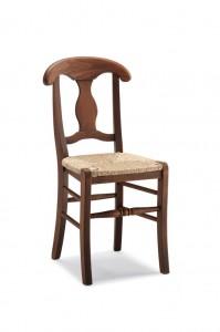 Klasična stolica izrađena od masivnog drva u boji oraha sa sjedištem od slame. Dimenzije 93 x 49 x 46 cm. Može se naručiti u različitim bojama drva, te sjedištima od slame, tkanine ili drva.