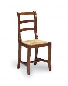 Klasična stolica izrađena od masivnog drva u boji oraha sa sjedištem od slame. Dimenzije 93 x 46 x 43 cm. Može se naručiti u različitim bojama drva, te sjedištima od slame, tkanine ili drva.