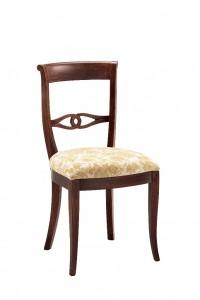 Klasična stolica izrađena od masivnog drva u boji oraha sa sjedištem u krem tkanini. Dimenzije 94 x 55 x 50 cm. Može se naručiti u različitim bojama drva i tkanina.