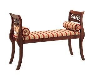 Klasična klupica od drva, sa jastukom na sjedištu, te dva mala okrugla jastuka sa svake strane. Može se naručiti u raznim bojama drva, te različitim materijalima.