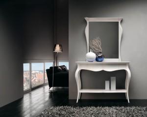 Klasična konzola u kompletu sa klasičnim ogledalom, izređeni od masivnog drva, lakirani u bijelu boju. Mogu se naručiti i u drugim bojama.
