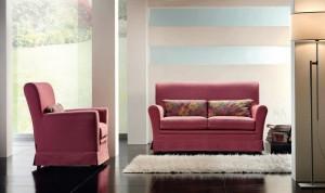 Klasični dvosjed i fotelja u tkanini, koji ima velike mogučnosti slaganja u različitim veličinama. Sjedeći jastuci imaju mogućnost skidanja tkanine radi lakšeg održavanja. Veliki izbor tkanina, te mogućnost kombinacije boja bez nadoplate. U kompletu sa klasičnim dvosjedom i foteljom, može se naručiti klasični trosjed.