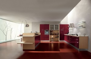 ELECTA - moderna kuhinja od mediapana sa velikim mogučnostima slaganja elemenata. Na slici je prikazana kuhinja sa kolonom za ugradbenu pećnicu sa ljeve strane te kolonom za frižider na istoj strani, do njih je polica otvorenog tipa, a s njene desne strane su dvije kolone kao spremište. Na desnom zidu kuhinje je ploča za kuhanje sa napom te ostalim baznim elementima. U otoku na sredini moderme kuhinje su sudoper i perilica posuđa, sa šankom za jesti sa vanjske strane . Vratnice kuhinje su u kombinaciji natur boje sa crvenom bojom u visokom sjaju. Kuhinja po mjeri za sve prostore i sve veličine.