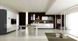 Moderna kuhinja od mediapana bojana u sjajno bijelu boju.
