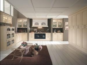 NATURA - klasična kuhinja koja ima velike mogučnosti slaganja elemenata po mjeri prostora. Vratnica u krem decapè boji, izrađena je od drva debljine 30 mm., sa velikim izborom radnih ploča i ručkica. Kuhinja je razigrane kompozicije, gdje su kombinirani elementi sa staklom, tipa vitrine, visoke kolone sa vratima s druge strane, ravno sudoper ispod elementa sa dvoje vrata, pa ploča za kuhanje ispod koje je pečnica, a iznad koje je velika napa. Kombinirani su i bazni elementi sa plitkim i dubokim ladicama, a na zidu su viseći elementi sa vratima i ukrasnim okvirom.