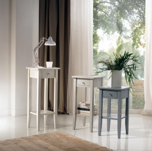 Klasični ormarići sa ladicom, različitih visina, bojani u bijelu ili sivu boju. Mogu se naručiti i u drugim bojama.