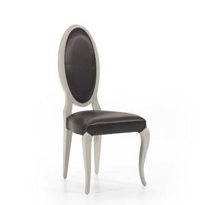 Klasična drvena stolica lakirana u sivu boju