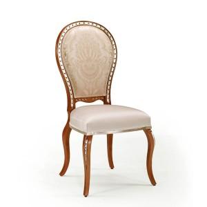 Klasična drvena stolica u boji oraha sa srebrnim detaljima, sjedište i leđa u tkanini. Može se naručiti u drugim bojama drva i drugim tkaninama.