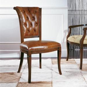 Klasična drvena stolica u boji oraha, sjedište i leđa u koži. Može se naručiti u bilo kojim bojama drva i raznim drugim tkaninama, kožama.