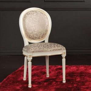 Klasična drvena stolica, lakirana u bijelu boju sa patinom i detaljima tapkanim sa zlatnim listićima. Sjedište i leđa u tkanini. Stolica se može naručiti u različitim drugim bojama drva i različitim takaninama.