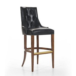 Klasična barska stolica u boji oraha, sjedište i leđa u koži. Visina sjedišta 83 cm. Može se naručiti u drugim bojama drva i drugim presvlakama za sjedište stolice.