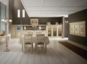 SIEPI - klasična kuhinja koja ima velike mogučnosti slaganja elemenata po mjeri prostora. Vratnica krem boje, izrađena je od drva debljine 30 mm., sa velikim izborom radnih ploča i ručkica. Klasična kuhinja složena je u modernom stilu, sa niskim kolonama u kojima se na desnoj strani nalaze frižider i pečnica, dok se na ljevoj strani nalaze tri kolone sa staklom. Između kolona ja radna ploča ispod koje su elementi sa ladicama, a iznad kojih je sudoper i ploča za kuhanje. Sve je upotpunjeno sa nevidljivom napom i ukrasnim okvirom iznad elemenata. Na desnom zidu su viseći elementi sa vratima. Uz kuhinju je kombiniran klasični stol sa klasičnim stolicama u istoj boji kuhinje.