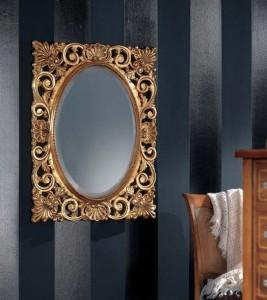 Klasično ogledalo u barokonom stilu, tapkano sa zlatnim listićima, dimenzije 72x94 h. Može se naručiti i u drugim bojama, veličinama i oblicima.