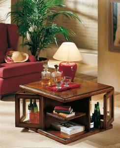 Klasični stolić mini - bar, izrađen od drva u boji oraha. Može se naručiti i u različitim drugim bojama drva.