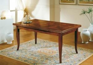 Klasični stol na razvlačenje, izrađena od masivnog drva u boji oraha. Može naručiti u drugim bojama drva i veličinama.