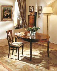 Klasična blagavaona izrađena od masivnog drva u boji oraha. Drvena stolica sa ovalnim stolom na razvlačenje. Sve se može naručiti u drugim bojama drva, te stolice sa raznim uzorcima tkanina.