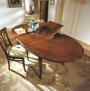 Klasični ovalni stol na razvlačenje, izrađena od masivnog drva u boji oraha. Može naručiti u drugim bojama drva, sa raznim modelima noga i različitim veličinama.
