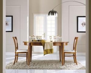 Klasični ovalni stol na razvlačenje, bojan u boju oraha. Može sa naručiti i u drugim bojama.