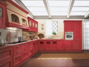 TERRA - klasična kuhinja koja ima velike mogučnosti slaganja elemenata po mjeri prostora. Vratnica u crvenoj boji, izrađena je od drva debljine 30 mm., sa velikim izborom radnih ploča i ručkica. Kutna kuhinja, koja s ljeve strane počinje sa pločom za kuhanje iznad koje je velika napa, u nastavku su klasični bazni i viseći elementi od stakla, dok sa desne strane kuta je sudoper do kojega je kolona sa pečnicom i frižiderom.