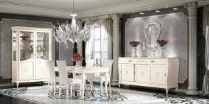 Klasična ručaona izrađena od masivnog drva, bojana u bijelu boju sa dekorima. U kompletu se klasična vitrina, klasična komoda, klasični stol sa stolicama. Zaobljene linije daju barokni izgled cijelokupnom sastavu.