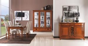 Klasična ručaona, izrađena od masivnog drva, bojana u boju trešnje. U kompletu su klasična komoda, klasična vitrina, klasičan stol i klasične stolice. Može se naručiti i u drugim bojama i završnim obradama.