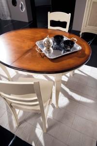 Klasični okrugli stol u bijeloj boji sa pločom stola u boji trešnje. Može se naručiti u drugim bojama.