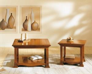Klasični stolići u dvije različite dimenzije u boji oraha. Izređeni su od masivnog drva. Mogu se naručiti u drugim bojama.
