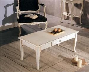 Klasični stolić u lakirano bijeloj boji sa brisevima koji mu daju antikni stari izgled. Može se naručiti u drugim bojama i veličinama.