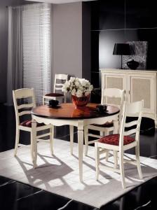 Klasična blagavaona izrađena od masivnog drva u bijeloj boji sa pločom stola u boji trešnje. Klasični okrugli stol koji ima mogućnost razvlačenja. U kompletu su klasične stolice sa sjedištem u tkanini. Sve se može naručiti u drugim bojama drva i drugim tkaninama.