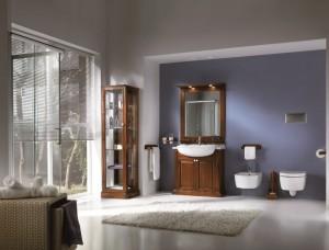 Klasična kupaonica koja se sastoji od lavaboa sa ogledalom, vitrine sa jednim vratima, držača papira, držača ručnika, te četke za wc školjku. Kupaonica je bojana u klasičnu smeđu boju oraha.