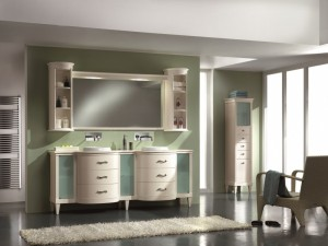 Klasična kupaonica koja se sastoji od lavaboa sa 6 ladica i 3 vrata, iznad kojeg se nalazi ogledalo koje sa svake strane ima zaobljenu viseću otvorenu policu. Sve u bijeloj boji. U kompletu se mogu naručiti i razni drugi elemeti.