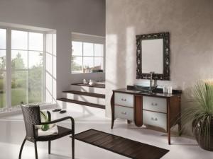 Klasični stilski element za lavabo sa 4 ladice. Struktura drva bojana u klasičnu boju oraha, dok su fronte ladica bojane u sivu boju. U kompletu je izrađeno stilsko ogledalo u crnoj boji.