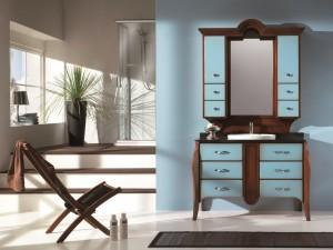 Klasični stilski kupaonski regal sa 10 ladica i dva vrata. Kombinacija klasične boje oraha sa frontama ladica i vrata u plavoj boji. Ploča lavaboa je u crnom mramoru, dok je lavabo bijele boje.
