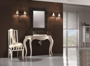 Klasični stilski element za lavabo, bojan u antik bijelu boju. Može se naručiti i u raznim drugim bojama. U kompletu sa izrezbarenim stilskim ogledalom u crnoj boji.