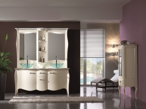 Klasični stilski kupaonski regal sa 2 vrata i 2 ladice, 2 lavaboa i dva odvojena ogledala spojena po sredini sa otvorenim policama. Bojan u krem boju. Može sa naručiti i u drugim bojama.