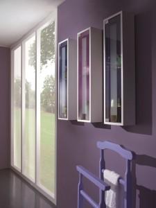 Klasični kupaonski viseći elementi sa jednim staklenim vratima.