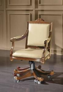 Klasična kožna radna fotelja, struktura od masivnog drva bukve kompletno presvučena u kožu I.kvalitete, mogućnost okretanja. Može se naručiti i u drugim bojama drva, te bojama kože.
