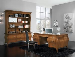 Klasični uredski namještaj, izrađen od masivnog drva u boji oraha. Klasični radni stol sa sedam ladica u kombinaciji sa klasičnom bibliotekom gore otvorenog tipa, dok su dole tri ladice i dva vrata. Zaobljene linije ove serije, učinit će tvoj prostor elegantnim i bezvremenskim. Može se naručiti i u drugim bojama drva.