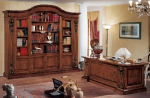 Klasična radna soba izrađena od masivnog drva bojana u boju oraha. Sastoji se od klasične biblioteke i klasičnog radnog stola.