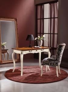 Klasična radna soba izrađena od masivnog drva, sastoji se od klasičnog rdanog stola sa dvije ladice, klasične fotelje i klasičnog ogledala.